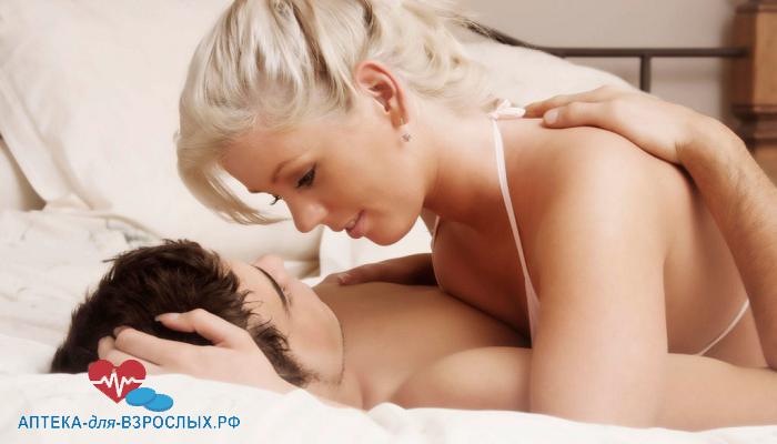 Блондинка с мужчиной на кровати под действием Серебряной Лисы