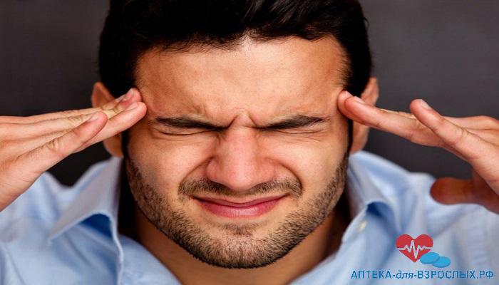 Боль в висках у мужчины из-за передозировки добавкой