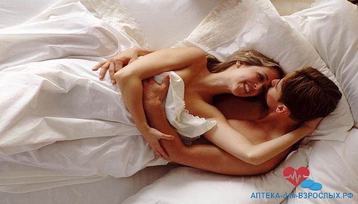 Влюбленная пара в постели под действием препарата