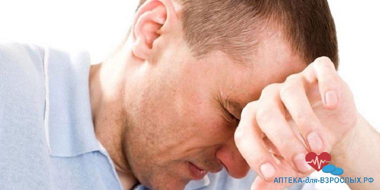 Головная боль у мужчины из-за неправильного приема препарата