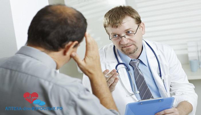 Доктор ведет беседу с пациентом