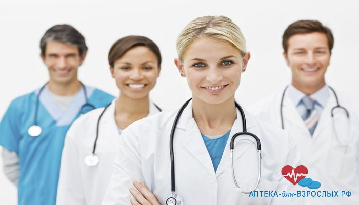 Фото команда из четырех врачей