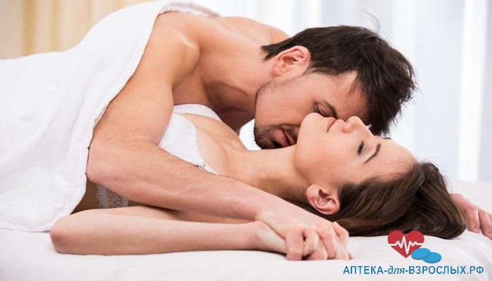 Молодая пара занимается сексом под действием Пенегры