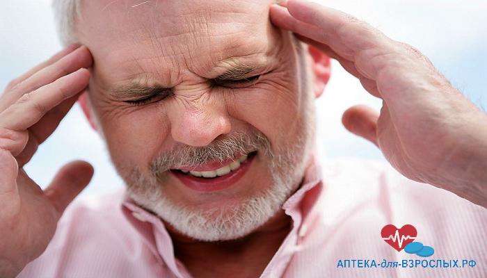 Мужчина испытывает болезненные ощущения от передозировки
