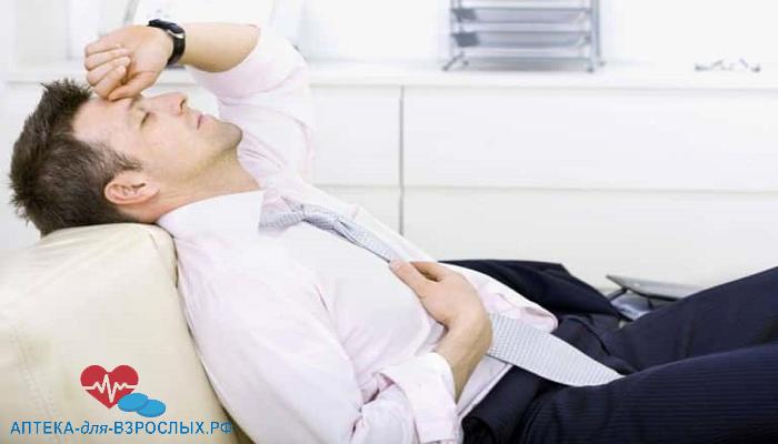 Мужчина испытывает дискомфорт из-за высокого давления