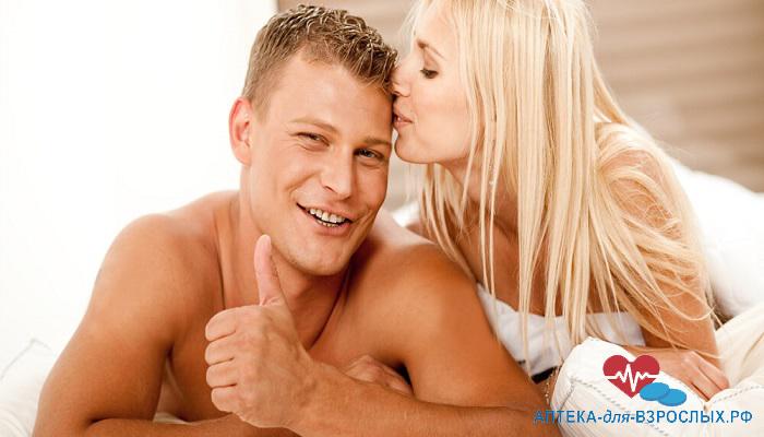 Мужчина и девушка на кровати довольны действием LineMen