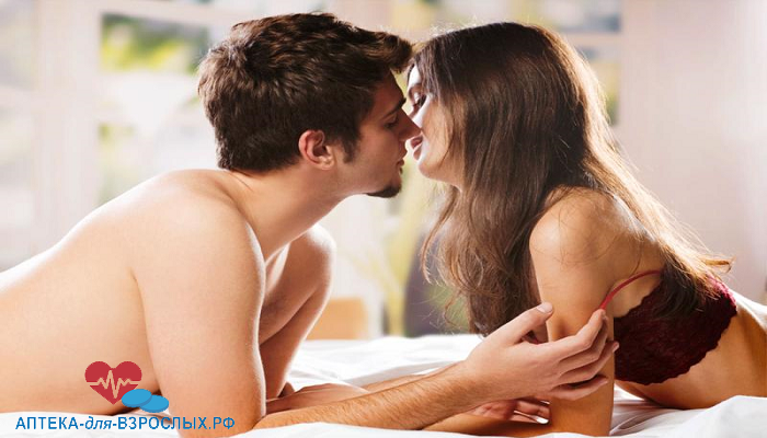 Мужчина и девушка на кровати под действием VigRX Plus
