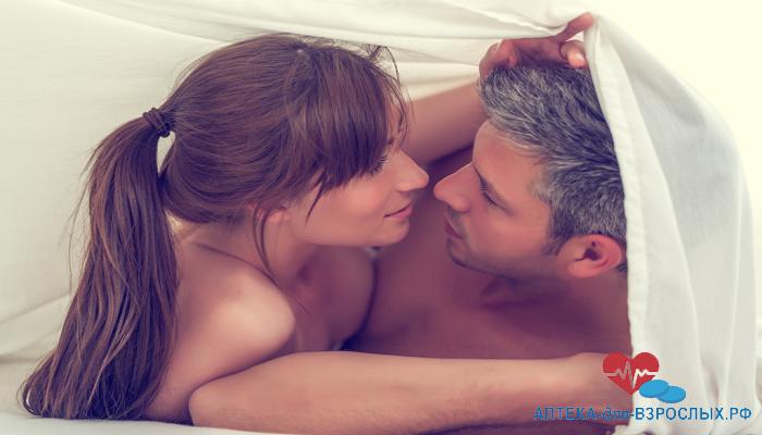 Мужчина и девушка под одеялом под действием Силагры