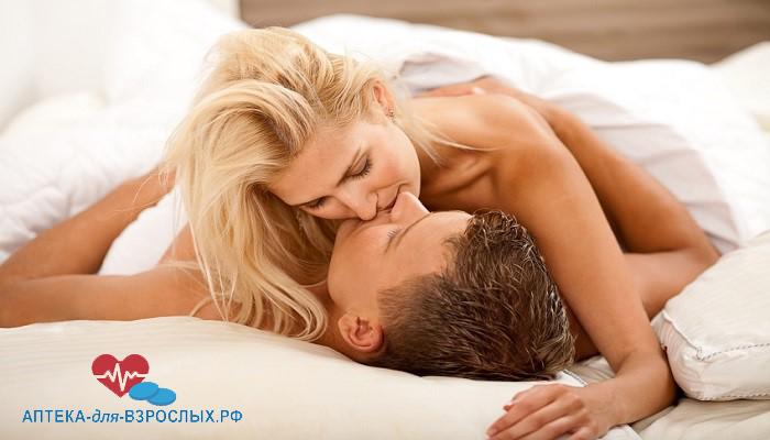 Мужчина с блондинкой в постели под действием Эрексезила