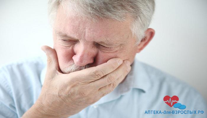 Мужчину в возрасте тошнит из-за передозировки