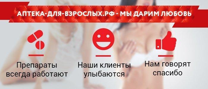 Разные мужчины изучают инструкцию по применению к Дару Гималаев