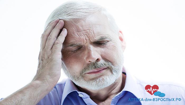 Недомогание у пожилого мужчины из-за побочных эффектов