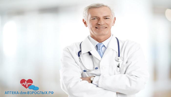 Опытный врач в белом халате