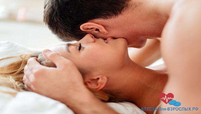 Пара занимается любовью под действием Динамико