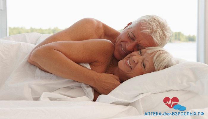 Пожилая пара в постели под действием Сатибо