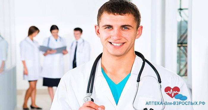 Фото улыбающийся молодой врач