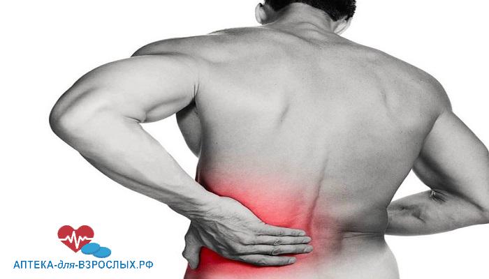 У мужчины болят мышцы из-за побочных эффектов